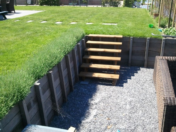 Trap maken tuin hout houten trap maken naar buiten entree for Houten trap voor buiten